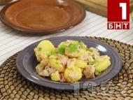 Рецепта Хапка свежест - Фермерски омлет с картофи, чушки, авокадо и червен лук
